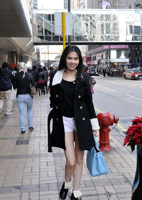 Ngọc Trinh khoe chân dài ở Hồng Kông - 1