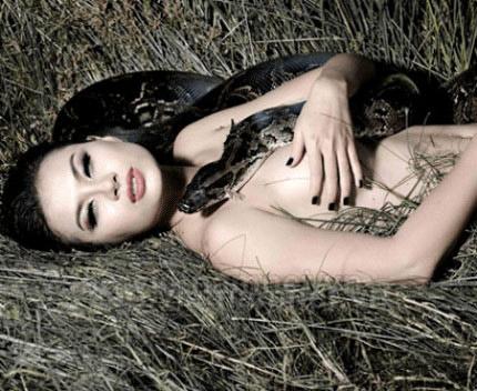 9 bộ ảnh nude sốc nhất năm của sao Việt - 12