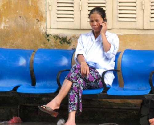 BV Bạch Mai bị tố ép bệnh nhân mua cơm - 1
