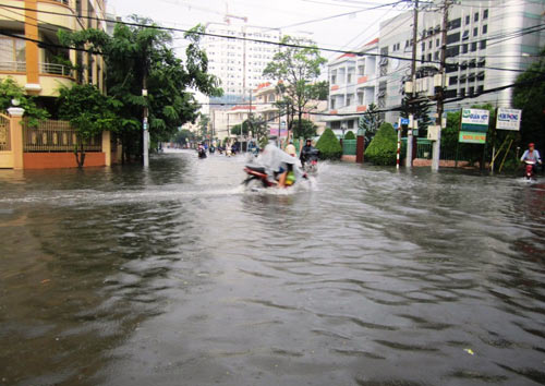 Mưa lớn gặp triều cường, Sài Gòn ngập nặng - 3