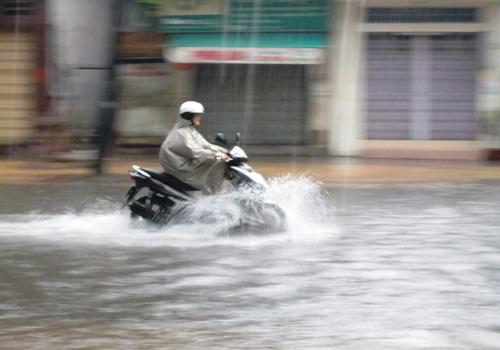 Mưa lớn gặp triều cường, Sài Gòn ngập nặng - 7