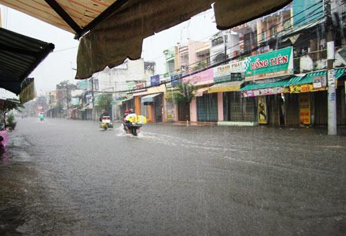 Mưa lớn gặp triều cường, Sài Gòn ngập nặng - 8
