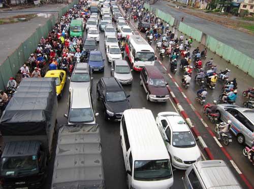 Mưa lớn gặp triều cường, Sài Gòn ngập nặng - 2