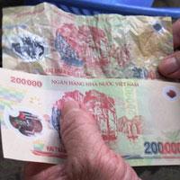 Cách nhận biết tiền polymer giả 200.000đ