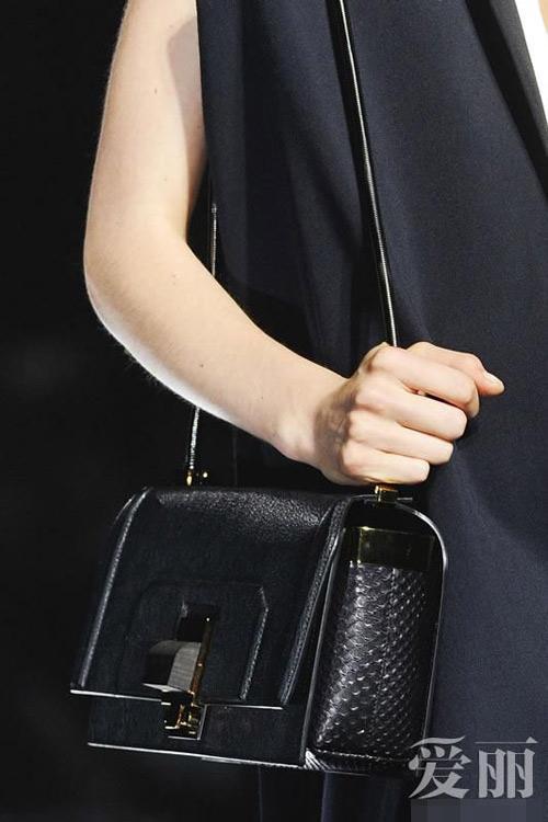 Những mẫu túi giúp đôi tay thêm thu hút - 2