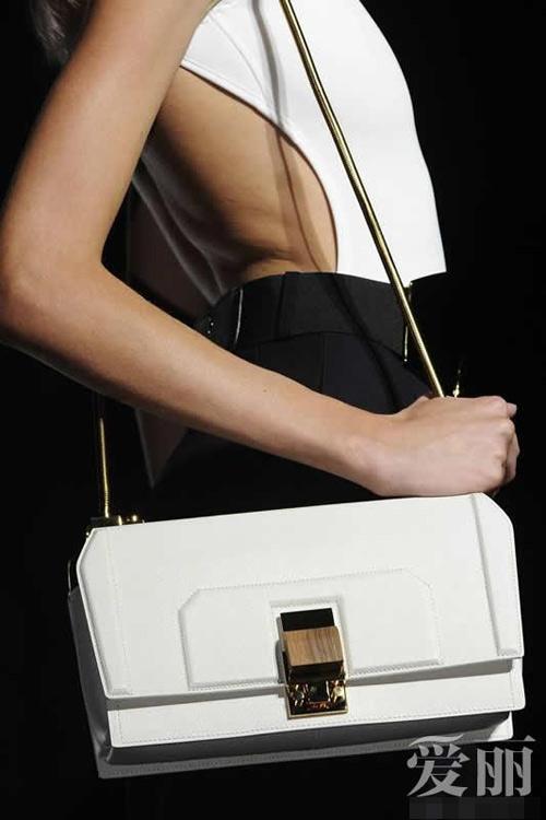 Những mẫu túi giúp đôi tay thêm thu hút - 3