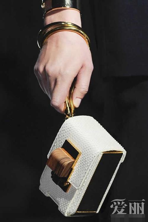 Những mẫu túi giúp đôi tay thêm thu hút - 4