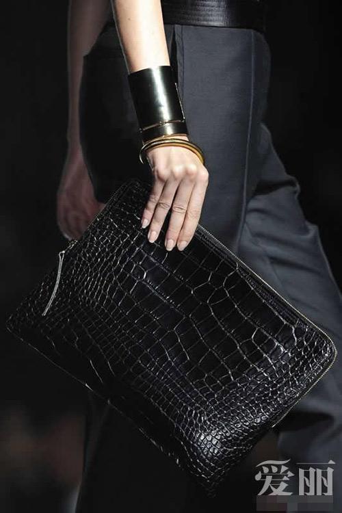 Những mẫu túi giúp đôi tay thêm thu hút - 5