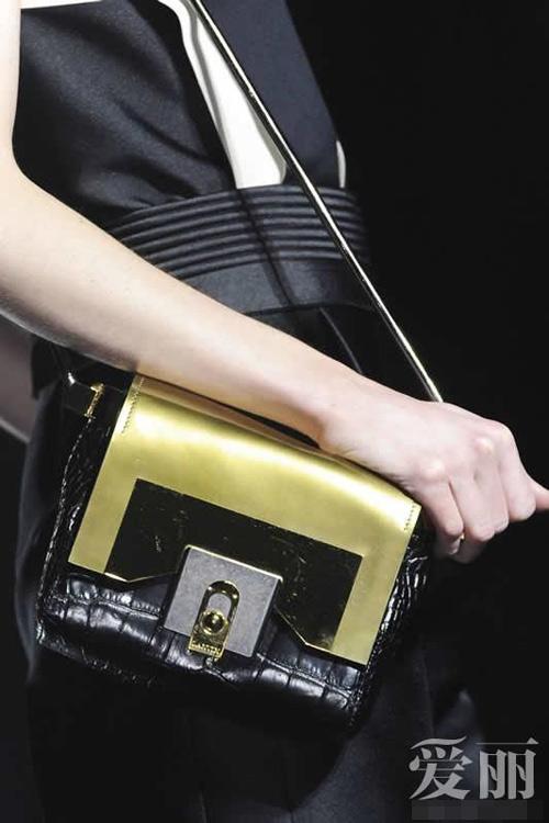 Những mẫu túi giúp đôi tay thêm thu hút - 6