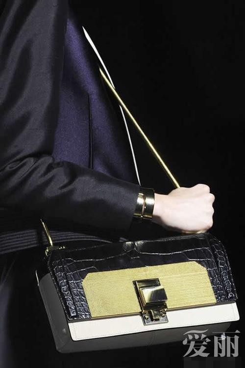 Những mẫu túi giúp đôi tay thêm thu hút - 7