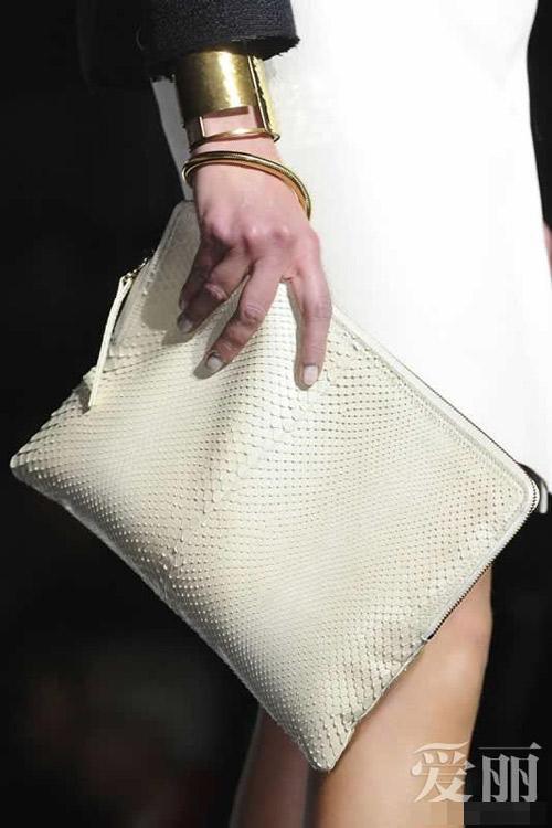 Những mẫu túi giúp đôi tay thêm thu hút - 8