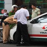 Tin tức trong ngày - TPHCM: Kiến nghị tháo BKS ô tô đậu trái phép