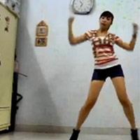 Chân dài nhảy Gangnam Style trong phòng ngủ