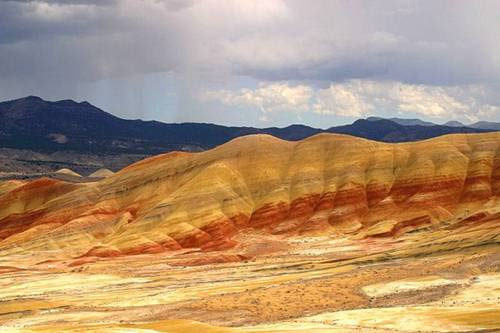 Những ngọn đồi sặc sỡ nhất thế giới - 10