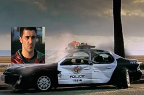 Video: David Villa phá nát xe cảnh sát - 1