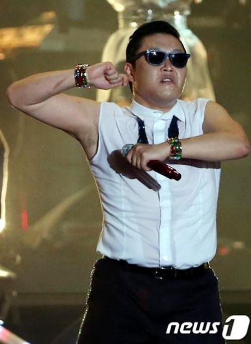 Clip màn cởi áo của cha đẻ Gangnam Style - 5