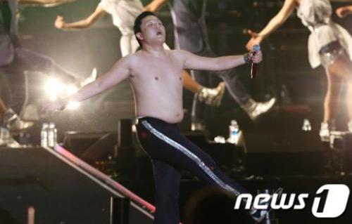 Clip màn cởi áo của cha đẻ Gangnam Style - 9