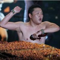 Clip màn cởi áo của cha đẻ Gangnam Style