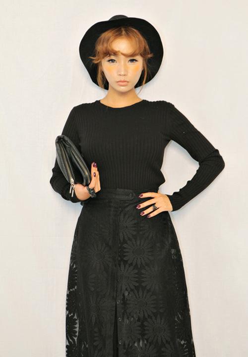 Cập nhật 5 mẫu váy ren mốt nhất thu - 6