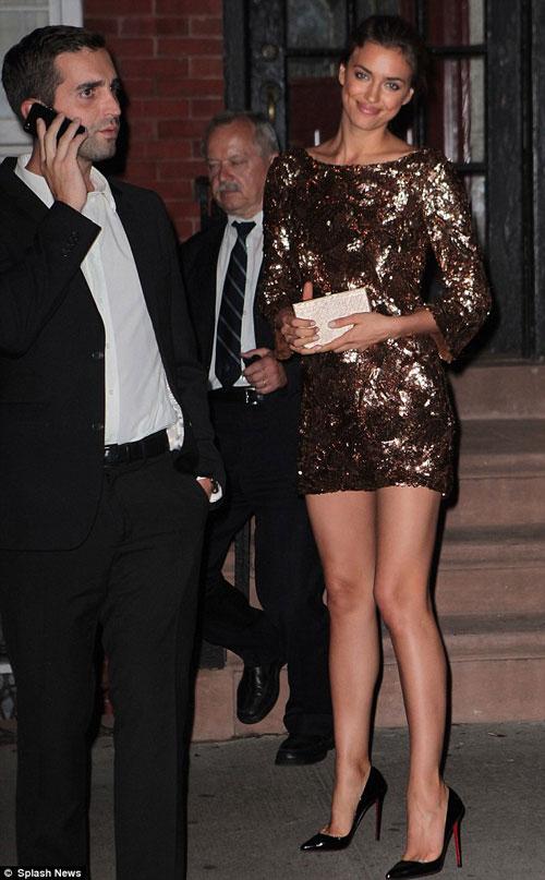 Kim Kardashian phớt lờ áo chíp xuống phố - 10