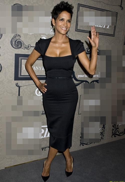 Kim Kardashian phớt lờ áo chíp xuống phố - 12