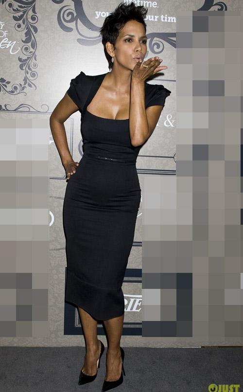 Kim Kardashian phớt lờ áo chíp xuống phố - 14