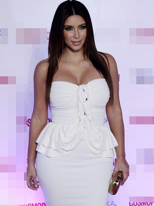 Kim Kardashian phớt lờ áo chíp xuống phố - 7