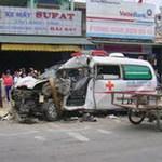 Tin tức trong ngày - Xe cứu thương chở sản phụ tông chết 2 người