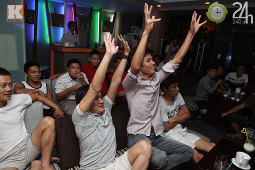 Fan thức trắng đêm xem trận Barca - Real - 11
