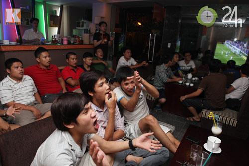 Fan thức trắng đêm xem trận Barca - Real - 10