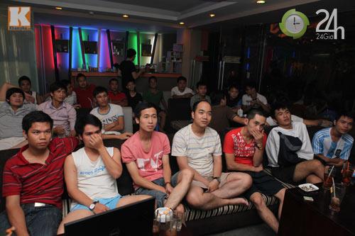 Fan thức trắng đêm xem trận Barca - Real - 6