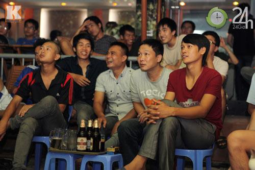 Fan thức trắng đêm xem trận Barca - Real - 8