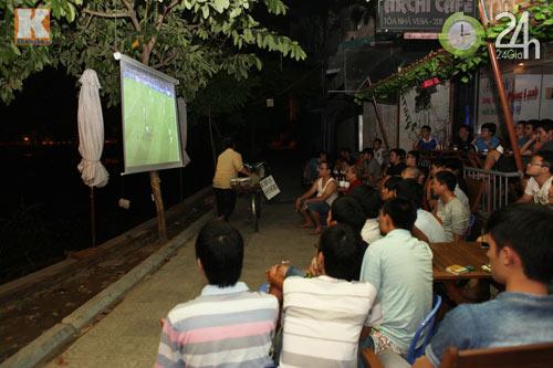Fan thức trắng đêm xem trận Barca - Real - 1