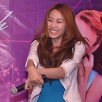 Ngân Khánh cười thả ga với Gangnam Style