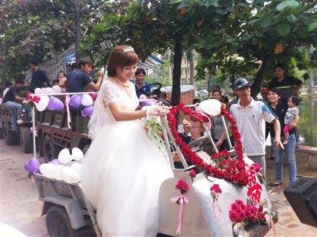Lễ rước dâu bằng xe công nông ở Hà Nội - 3