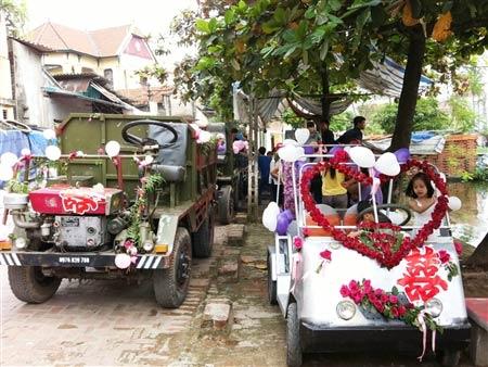 Lễ rước dâu bằng xe công nông ở Hà Nội - 6