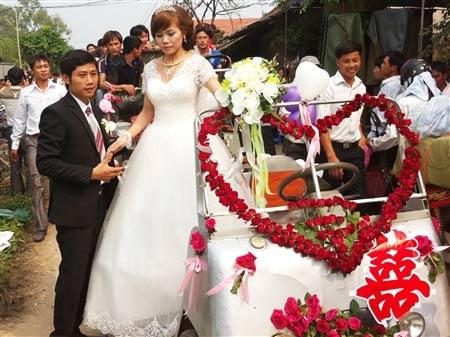 Lễ rước dâu bằng xe công nông ở Hà Nội - 8
