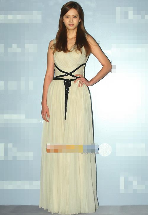 Người đẹp Hàn Quốc tung váy khoe chân - 10