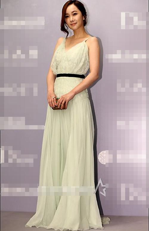 Người đẹp Hàn Quốc tung váy khoe chân - 13