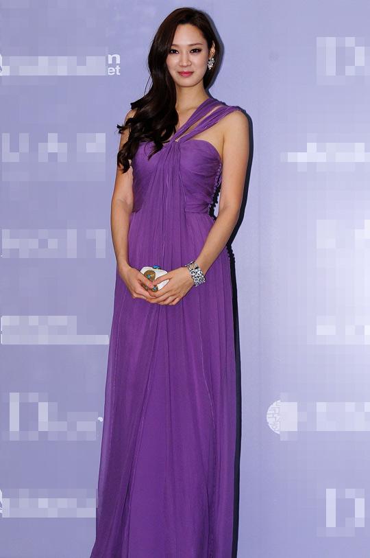 Người đẹp Hàn Quốc tung váy khoe chân - 17