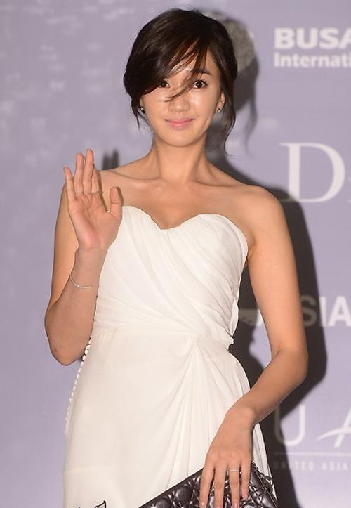 Người đẹp Hàn Quốc tung váy khoe chân - 5