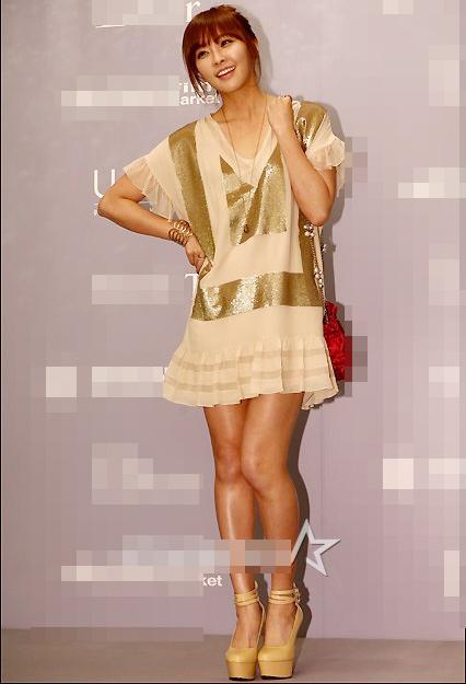 Người đẹp Hàn Quốc tung váy khoe chân - 11