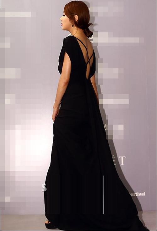 Người đẹp Hàn Quốc tung váy khoe chân - 19