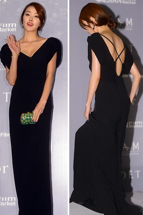 Người đẹp Hàn Quốc tung váy khoe chân - 20