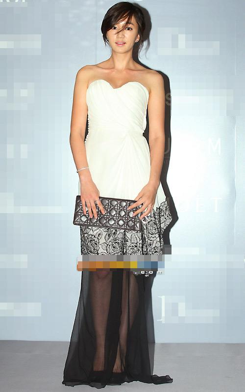 Người đẹp Hàn Quốc tung váy khoe chân - 6