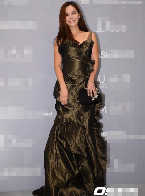 Người đẹp Hàn Quốc tung váy khoe chân - 7