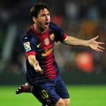 Bóng đá - Messi qua mặt trọng tài để hạ Casillas