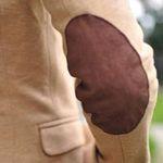 Thời trang - Cá tính với áo khoác vá khuỷu tay tự chế