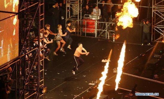 """80.000 người """"cháy"""" cùng Gangnam Style - 1"""
