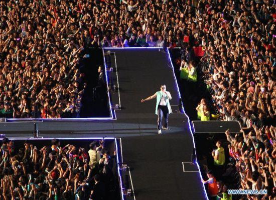 """80.000 người """"cháy"""" cùng Gangnam Style - 2"""